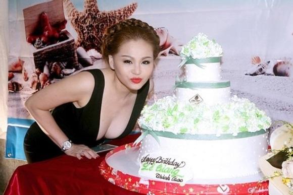 Dù đã ngoài 40, nhan sắc Lê Giang - vợ cũ Duy Phương vẫn như thiếu nữ 18 khiến nhiều chị em ganh tỵ - Ảnh 4