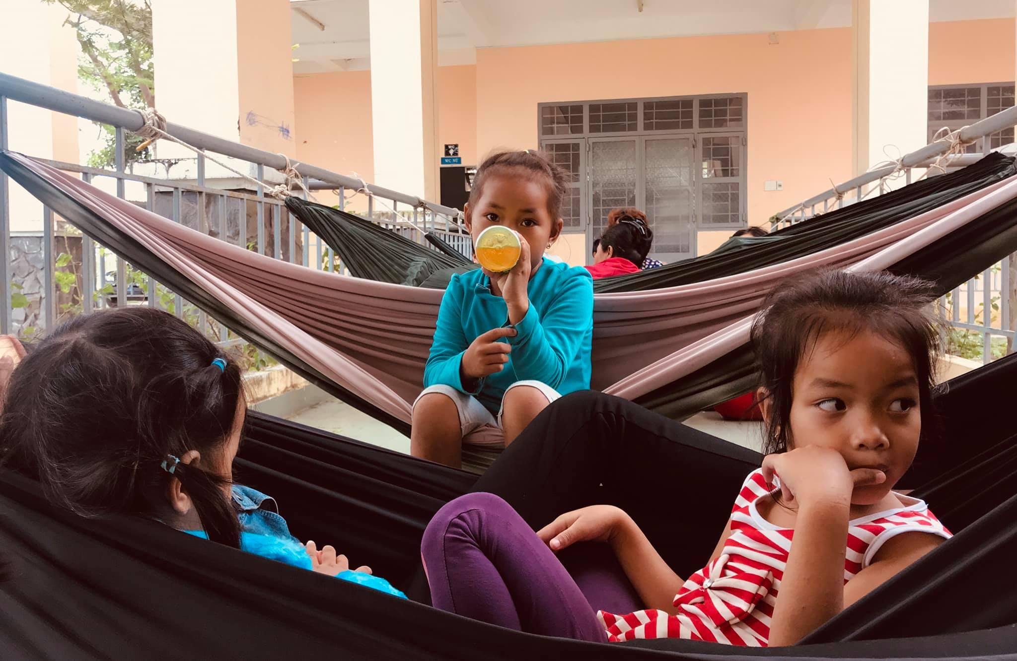 Người Cần giờ cấp tập di dời tránh bão Usagi, học sinh toàn Sài Gòn được nghỉ học từ 12h trưa nay - Ảnh 8
