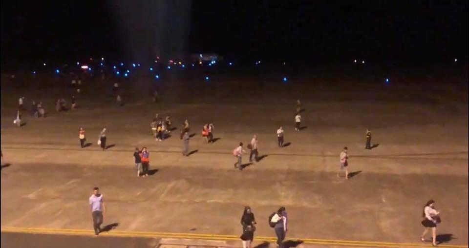 Máy bay VietJet mất bánh lúc hạ cánh, hành khách được lệnh bỏ lại hành lý tháo chạy thoát thân  - Ảnh 2