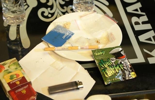 Truy tìm nguồn cung cấp ma túy cho sếp ngân hàng và giáo viên trong bữa tiệc mừng sinh nhật tại quán karaoke Dubai - Ảnh 2
