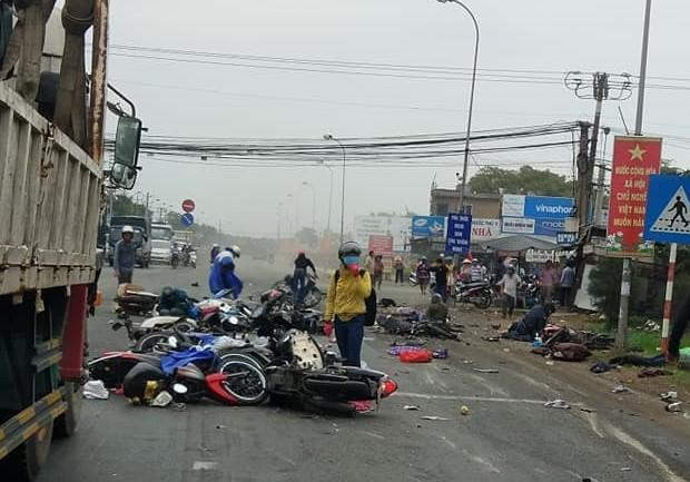 Vụ tai nạn kinh hoàng ở Bến Lức: Hiện trường kinh hoàng qua lời kể nhân chứng - Ảnh 2