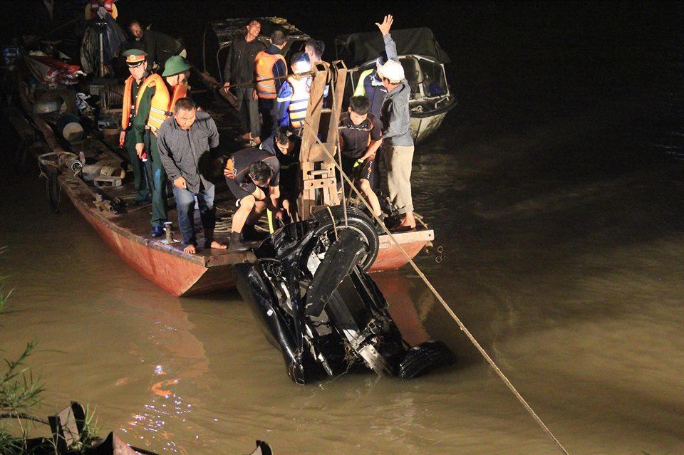 Nếu đi vào làn ô tô, chiếc Mercedes đã không lao xuống sông Hồng - Ảnh 3