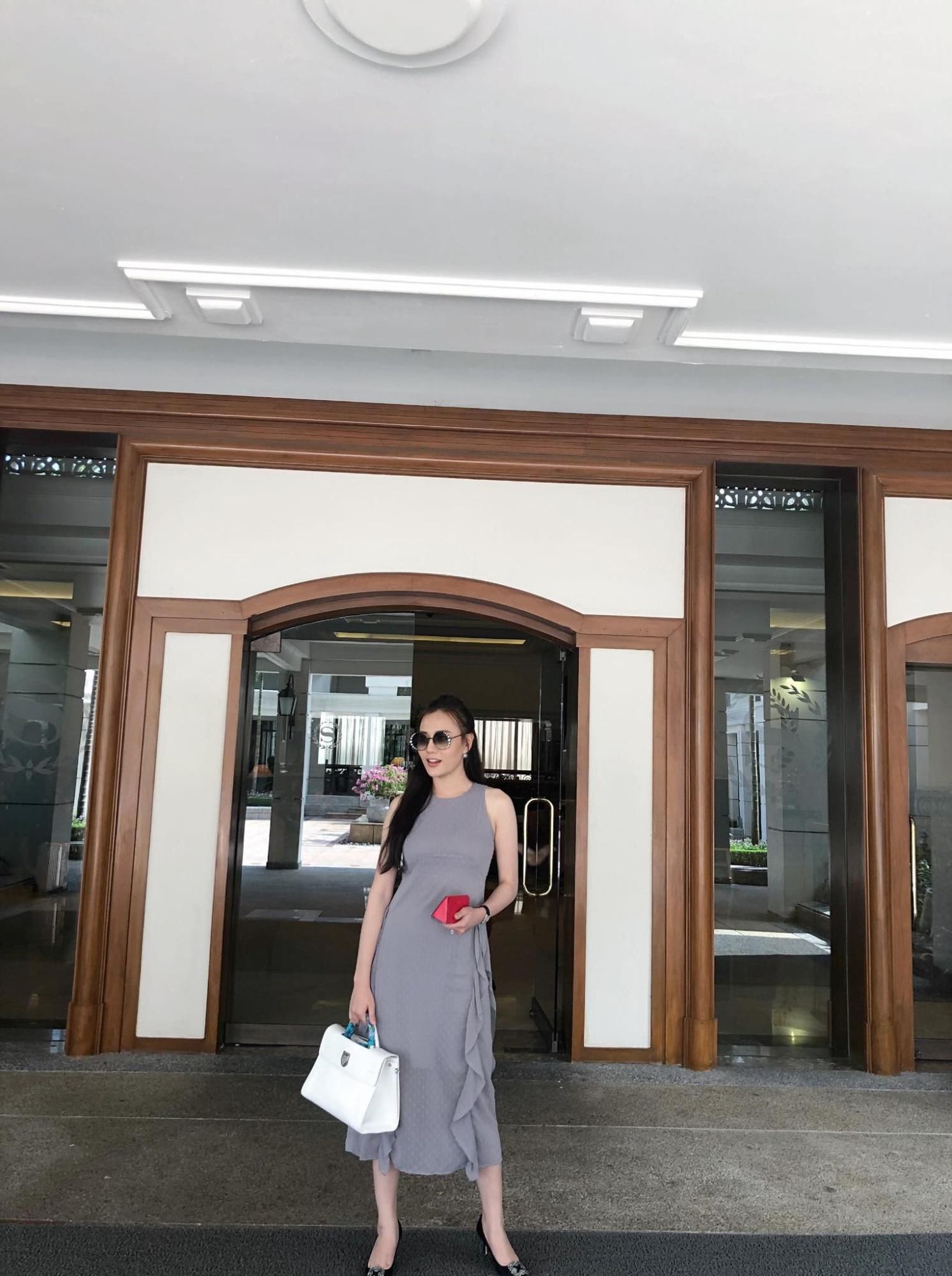 Không thua kém Ngọc Trinh, nữ chính 'Quỳnh búp bê' sành điệu với tủ đồ hiệu hàng trăm triệu đồng - Ảnh 11