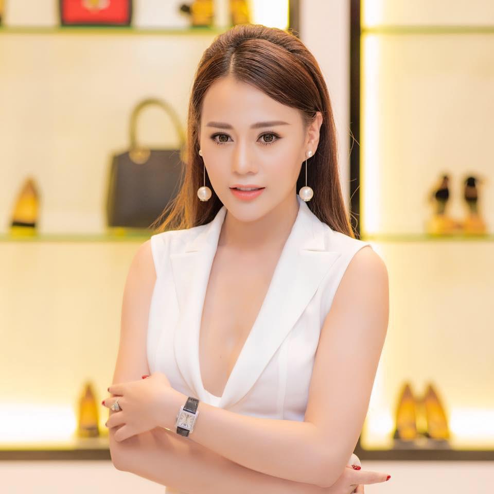 Không thua kém Ngọc Trinh, nữ chính 'Quỳnh búp bê' sành điệu với tủ đồ hiệu hàng trăm triệu đồng - Ảnh 4