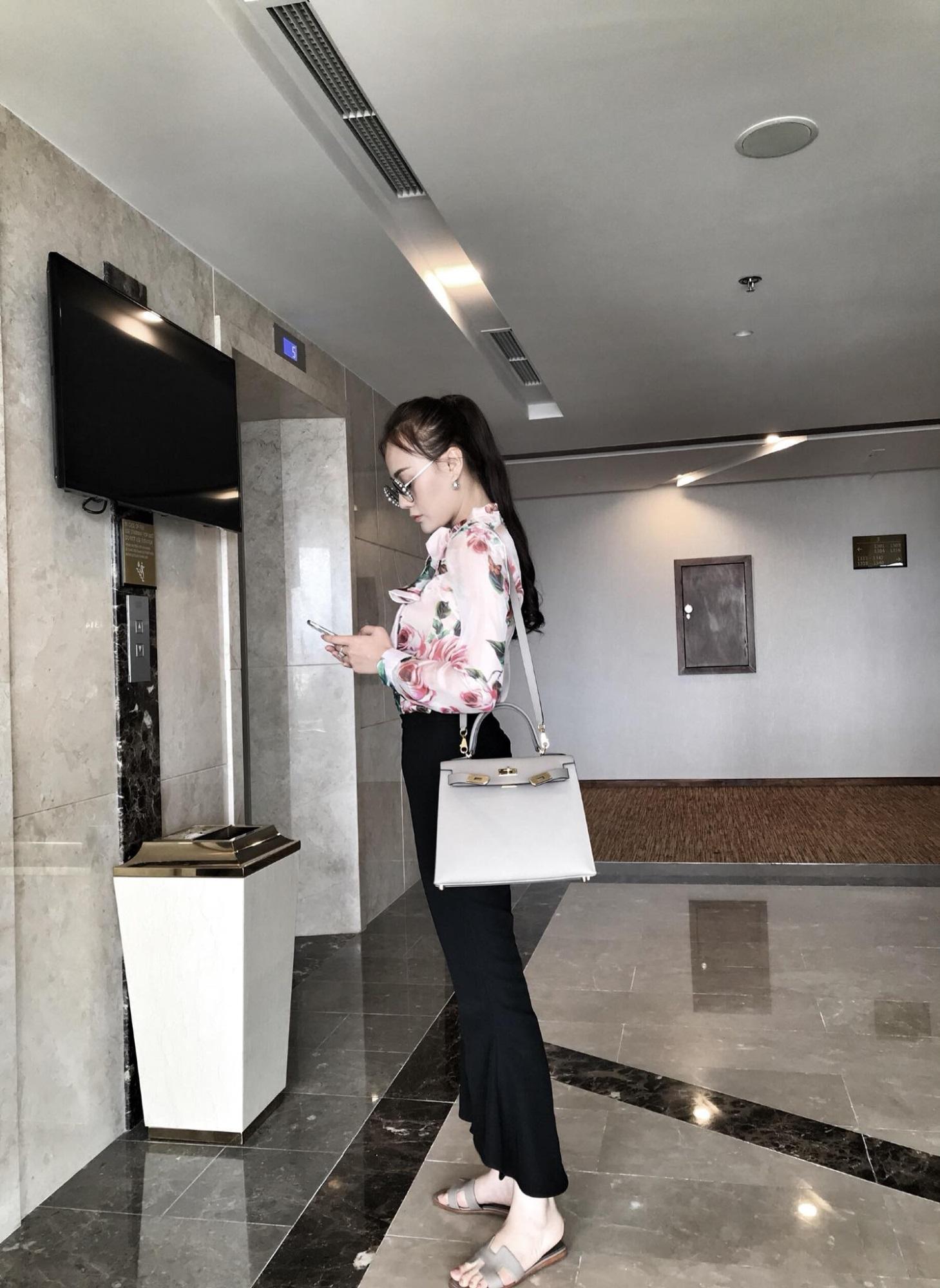 Không thua kém Ngọc Trinh, nữ chính 'Quỳnh búp bê' sành điệu với tủ đồ hiệu hàng trăm triệu đồng - Ảnh 8