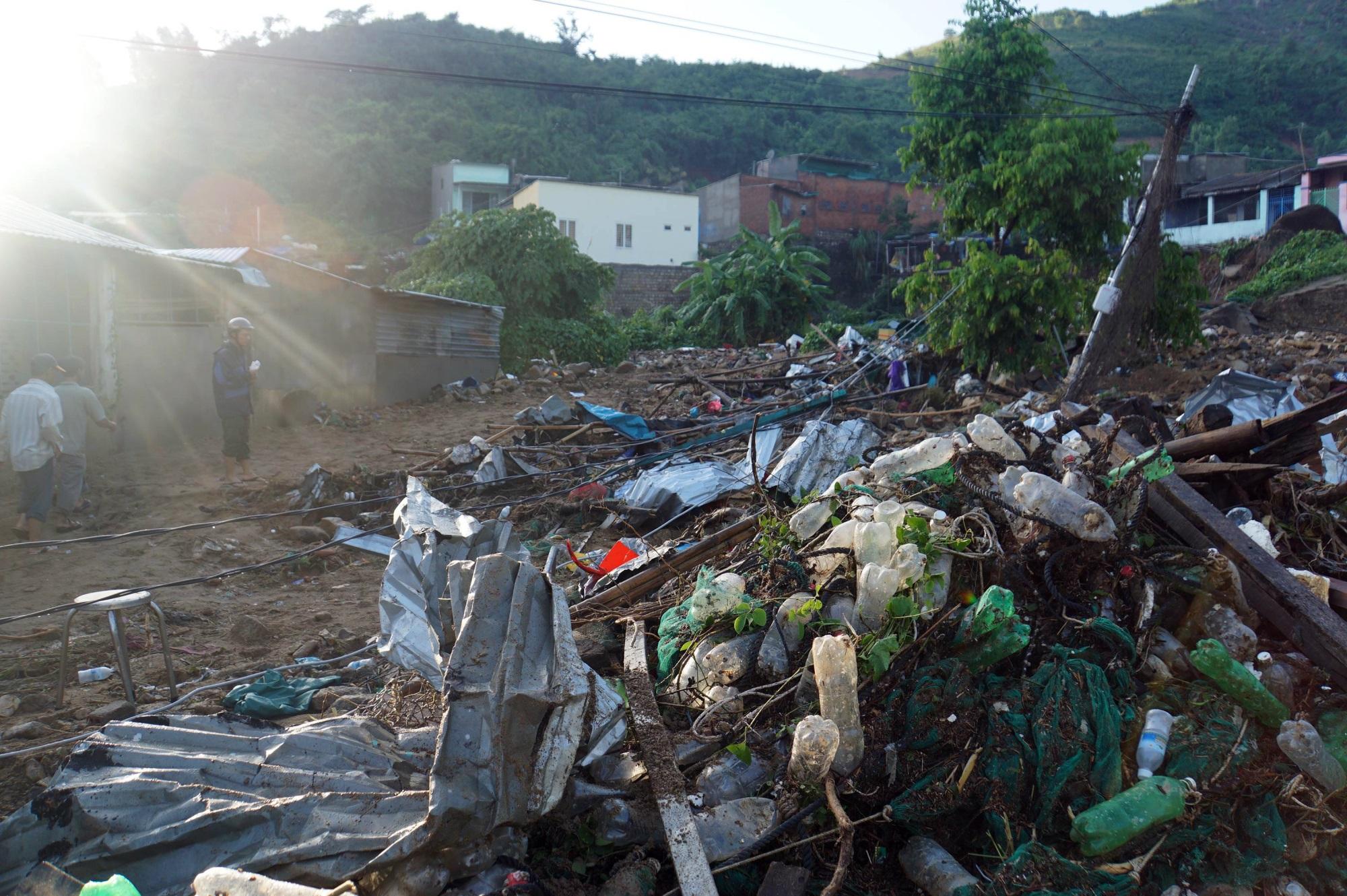 Thôn nghèo tan hoang, 5 người chết và mất tích sau cơn thịnh nộ của thiên nhiên - Ảnh 13