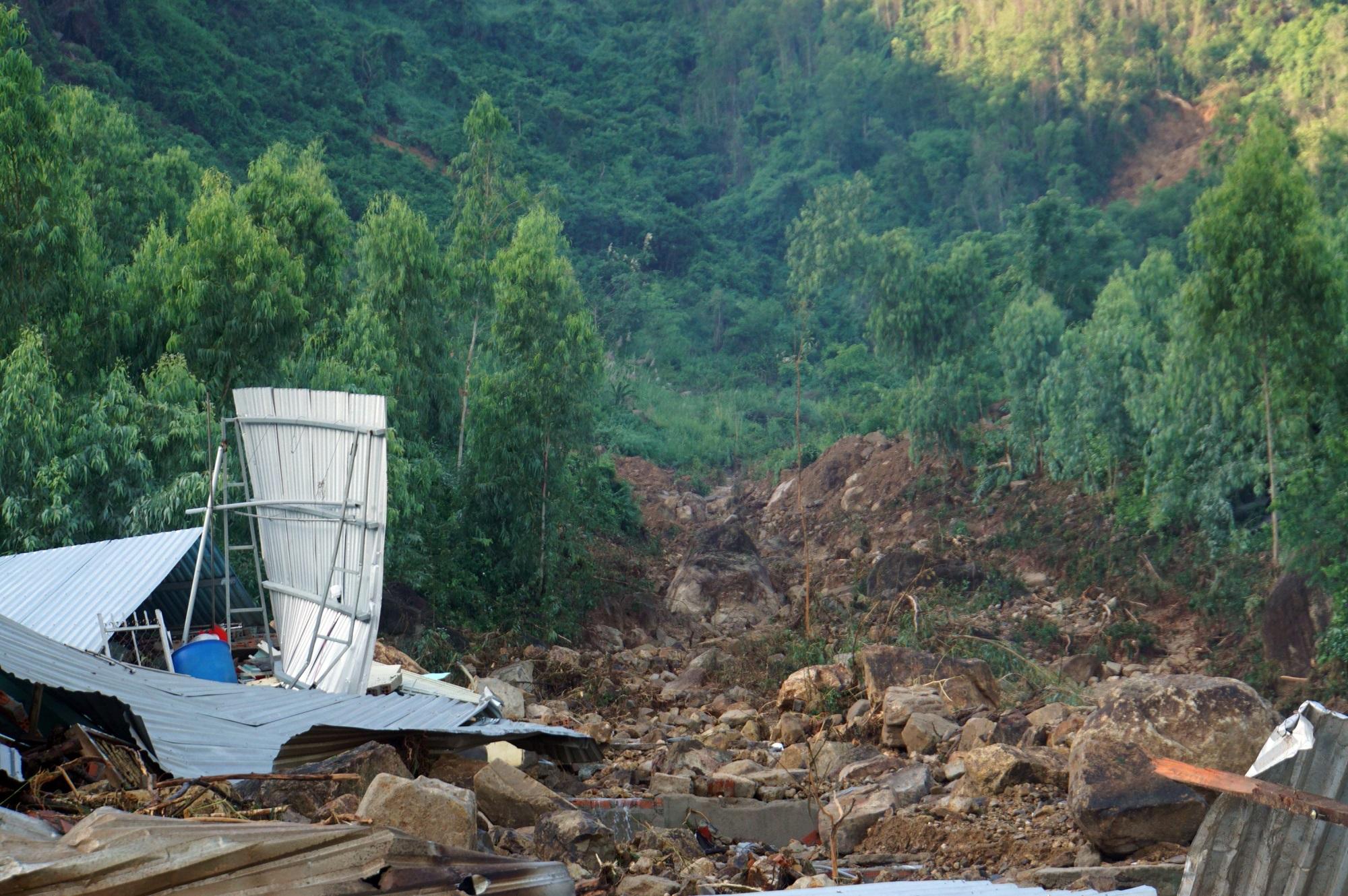 Thôn nghèo tan hoang, 5 người chết và mất tích sau cơn thịnh nộ của thiên nhiên - Ảnh 9