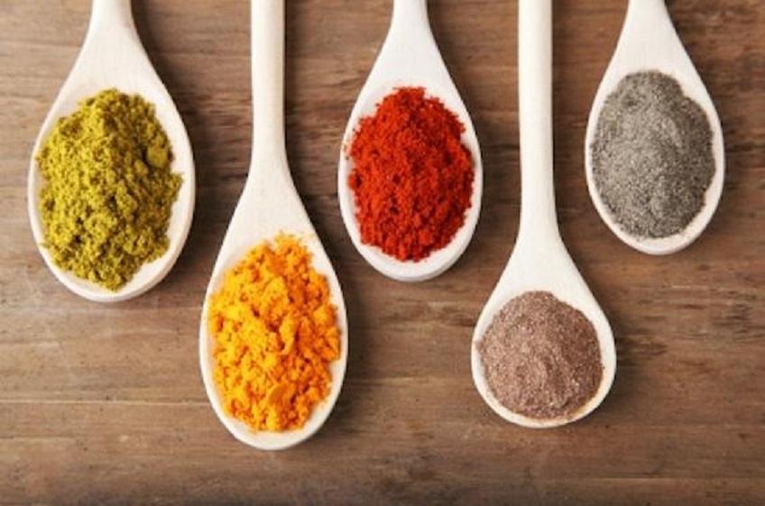 Khi bị viêm mũi dị ứng, bạn không nên dùng thức ăn nhanh, thực phẩm đóng hộp và nêm nếm quá nhiều gia vị