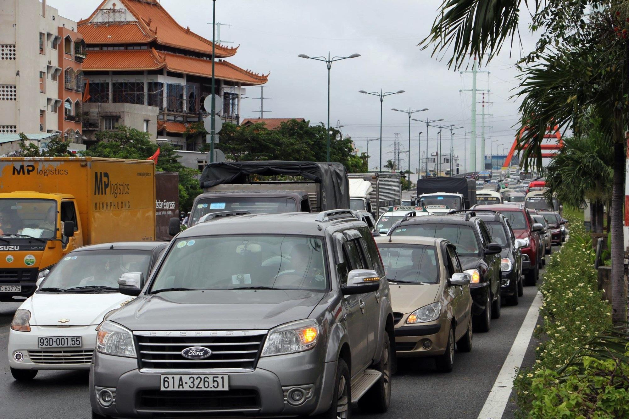 Sau một đêm tơi tả trong bão lịch sử, người Sài Gòn tiếp tục thở không ra hơi vì ngập nước kẹt xe nhiều giờ - Ảnh 2