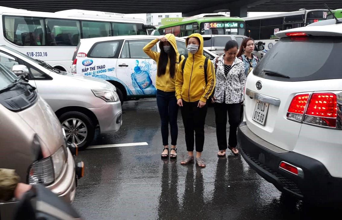 Sau một đêm tơi tả trong bão lịch sử, người Sài Gòn tiếp tục thở không ra hơi vì ngập nước kẹt xe nhiều giờ - Ảnh 4