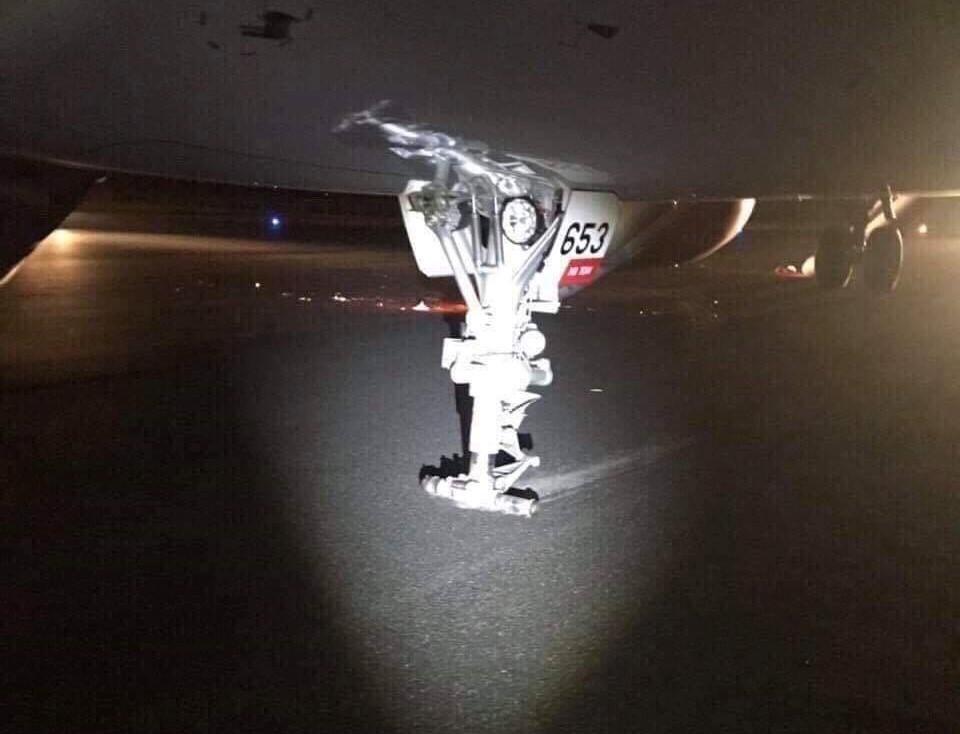 Máy bay VietJet mất bánh lúc hạ cánh, hành khách được lệnh bỏ lại hành lý tháo chạy thoát thân  - Ảnh 5