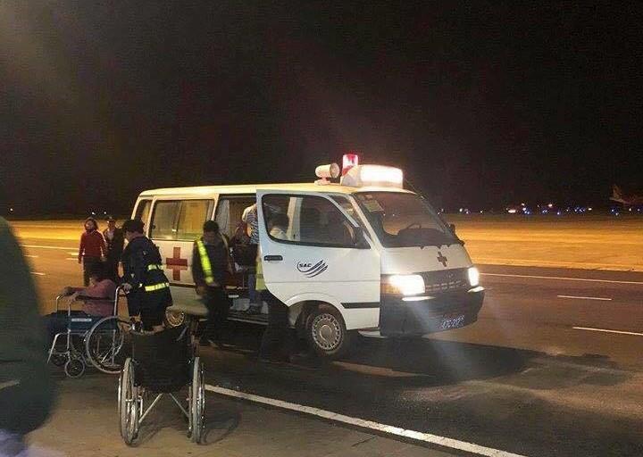 Máy bay VietJet mất bánh lúc hạ cánh, hành khách được lệnh bỏ lại hành lý tháo chạy thoát thân  - Ảnh 4