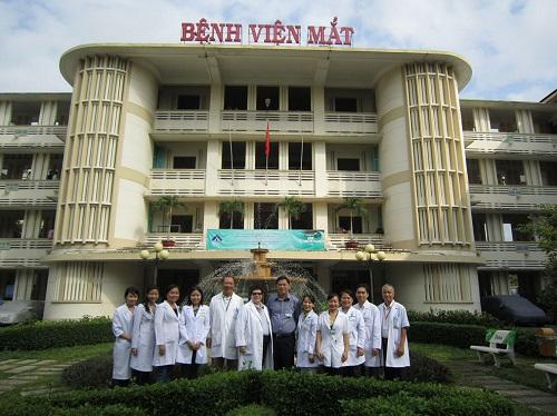 16 bác sĩ Bệnh viện Mắt TPHCM nhận danh hiệu thầy thuốc nhân dân - Ảnh 1
