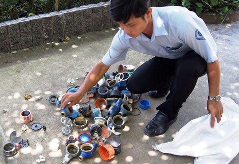 Rộ tình trạng trộm… đồng hồ nước ở Sài Gòn dịp cuối năm - Ảnh 1