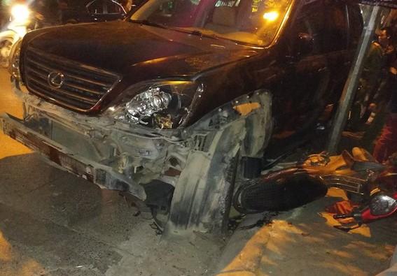Clip nữ tài xế đi ô tô Lexus tông liên hoàn ở Hà Nội, nhiều người bị thương la liệt - Ảnh 2