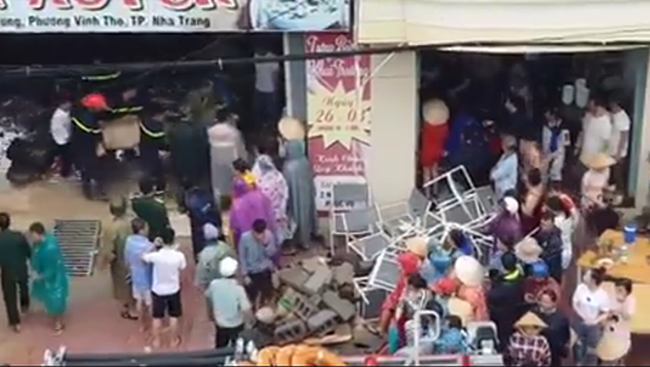 Sập quán phở ở Nha Trang, ít nhất 2 người chết, 1 người bị thương - Ảnh 1