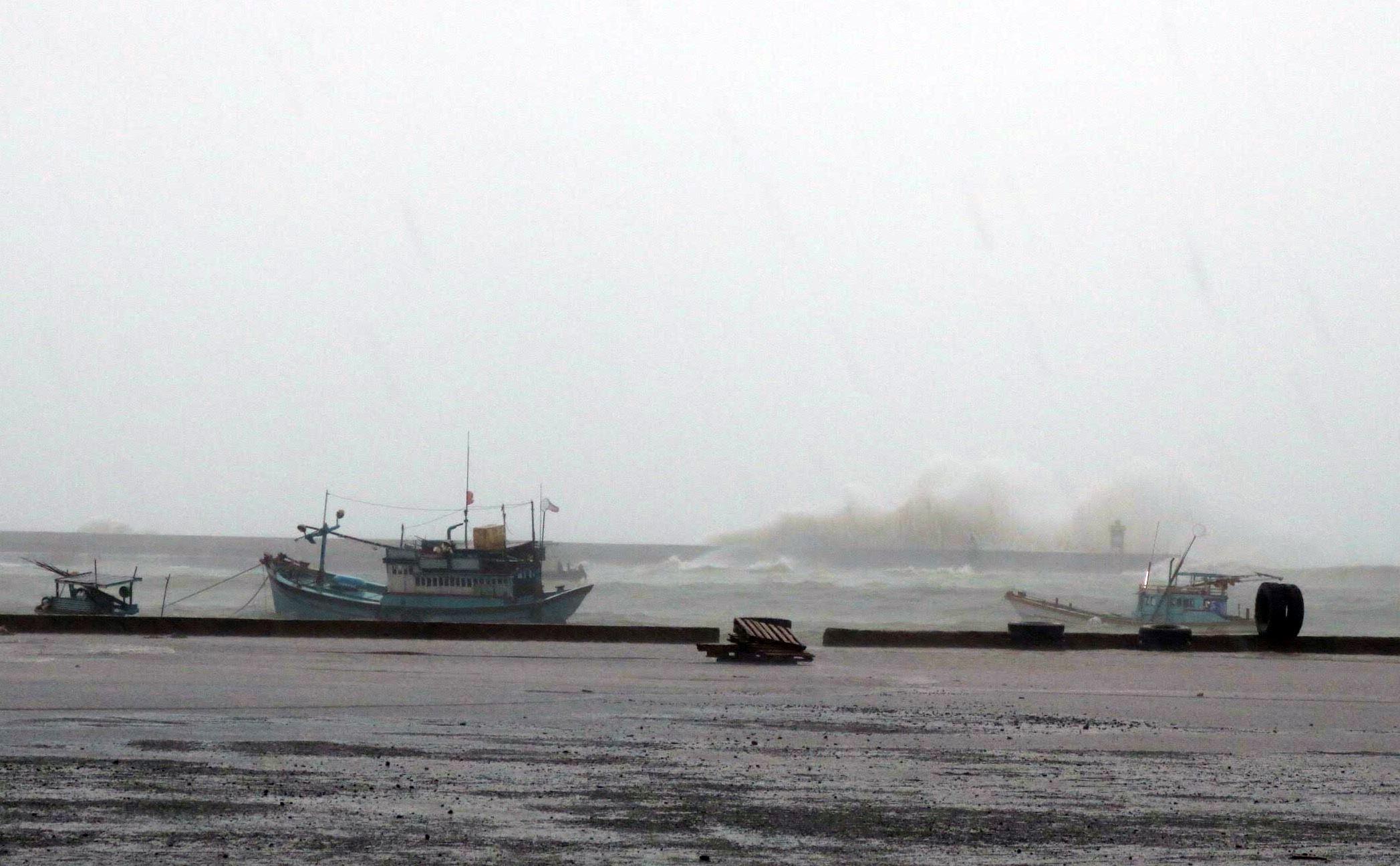 Bão Usagi áp sát đất liền, xuất hiện nguy cơ bão chồng bão - Ảnh 3