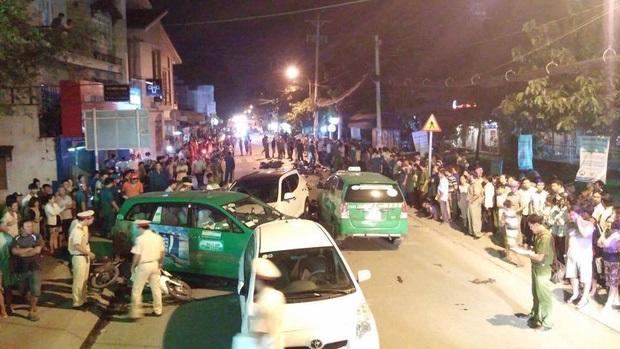 Liên tục xuất hiện 2 ô tô 'điên' tông hàng loạt xe trên phố Sài Gòn, nhiều người thương vong - Ảnh 5