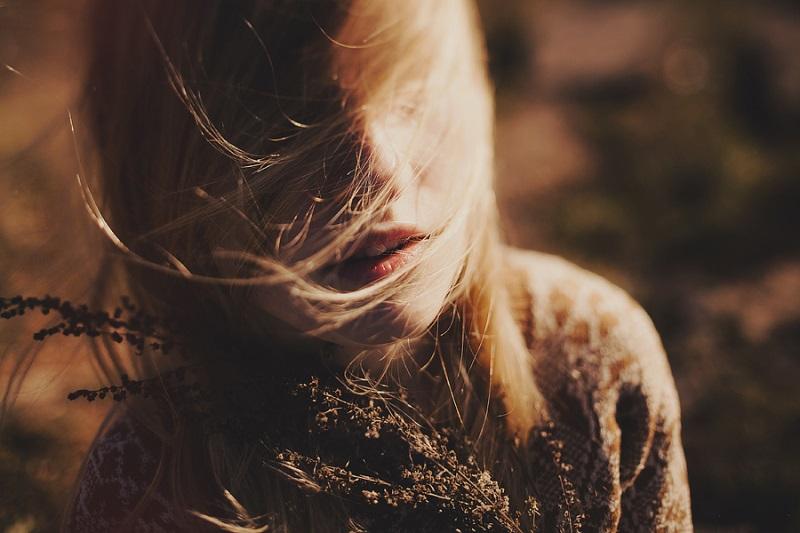 Đàn bà nên ở bên kẻ yêu mình hay bất chấp vì người mình thương? - Ảnh 2