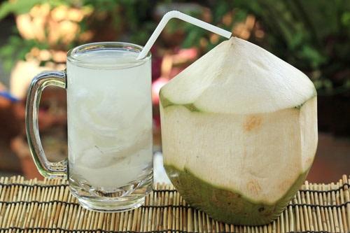Giúp da trắng mịn, giảm mỡ thừa sau 7 ngày với nước dừa tươi