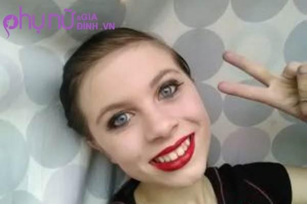 Bé gái 12 tuổi livestream cảnh tự tử trên mạng xã hội sau khi bị người thân lạm dụng tình dục - Ảnh 1