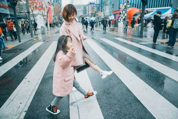 'Cùng nhau đi trốn' - Bộ ảnh xinh ơi là xinh của mẹ và con gái chụp ở Hàn Quốc - Ảnh 11