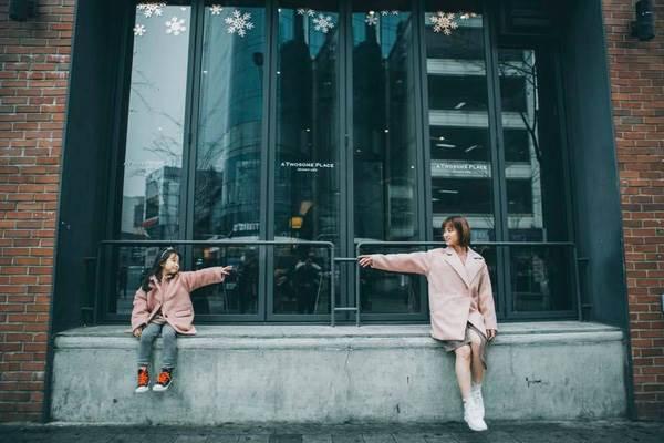 'Cùng nhau đi trốn' - Bộ ảnh xinh ơi là xinh của mẹ và con gái chụp ở Hàn Quốc - Ảnh 2