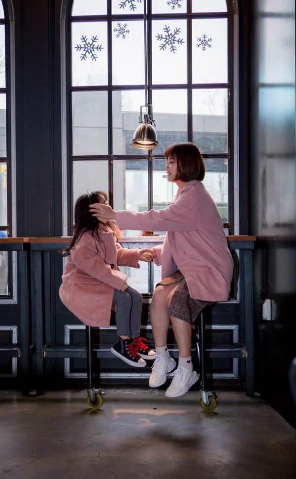 'Cùng nhau đi trốn' - Bộ ảnh xinh ơi là xinh của mẹ và con gái chụp ở Hàn Quốc - Ảnh 7