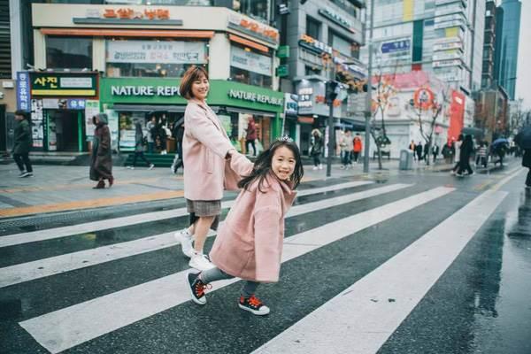 'Cùng nhau đi trốn' - Bộ ảnh xinh ơi là xinh của mẹ và con gái chụp ở Hàn Quốc - Ảnh 10