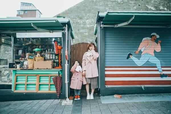 'Cùng nhau đi trốn' - Bộ ảnh xinh ơi là xinh của mẹ và con gái chụp ở Hàn Quốc - Ảnh 1