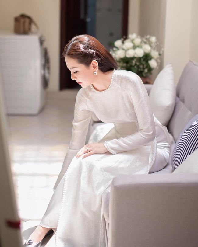 Một năm hỷ sự, sao Việt nào mặc đồ truyền thống đẹp nhất - Ảnh 13