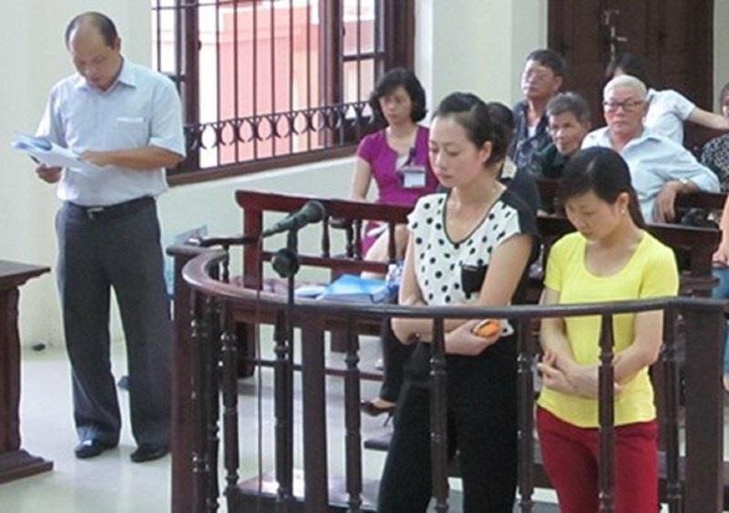 Làm chết bé 1 tuổi, hai cô giáo mầm non quỳ xuống xin lỗi gia đình nạn nhân - Ảnh 1