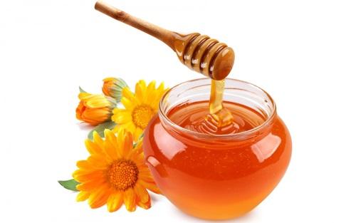 Mật ong nguyên liệu làm se khít lỗ chân lông hiệu quả