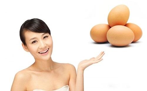 Da trắng mịn hơn khi dùng mặt nạ trứng gà dưỡng da sau sinh
