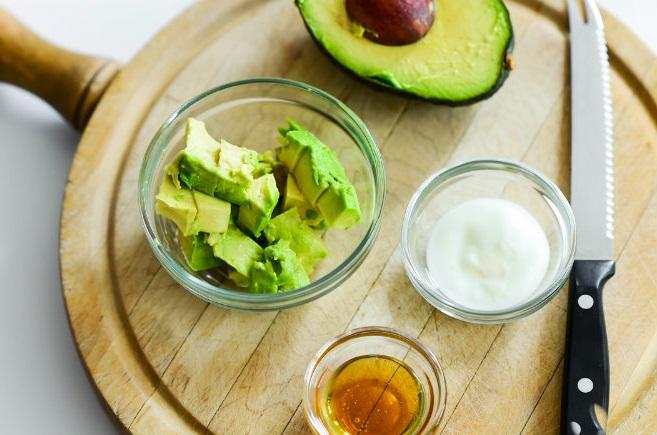 Mặt nạ bơ và sữa chua giúp dưỡng trắng da với thành phần vitamin e