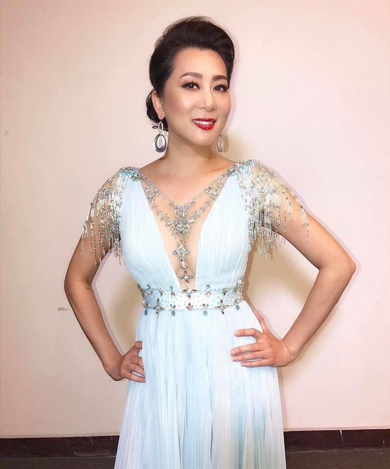 MC Kỳ Duyên đẹp 'phát hờn' dự lễ tốt nghiệp con gái