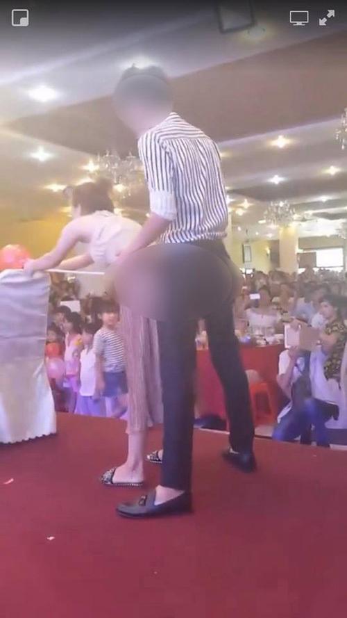 Thấy đôi nam nữ có tư thế phản cảm trước mặt trẻ nhỏ, MC Phan Anh đã làm điều mà không ai ngờ tới - Ảnh 2