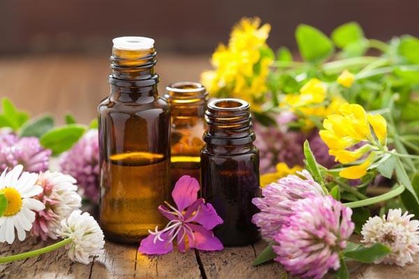 Các loại tinh dầu thiên nhiên giúp <a target='_blank' href='https://www.phunuvagiadinh.vn/me-bau-214'>mẹ bầu</a> làm đẹp sau sinh