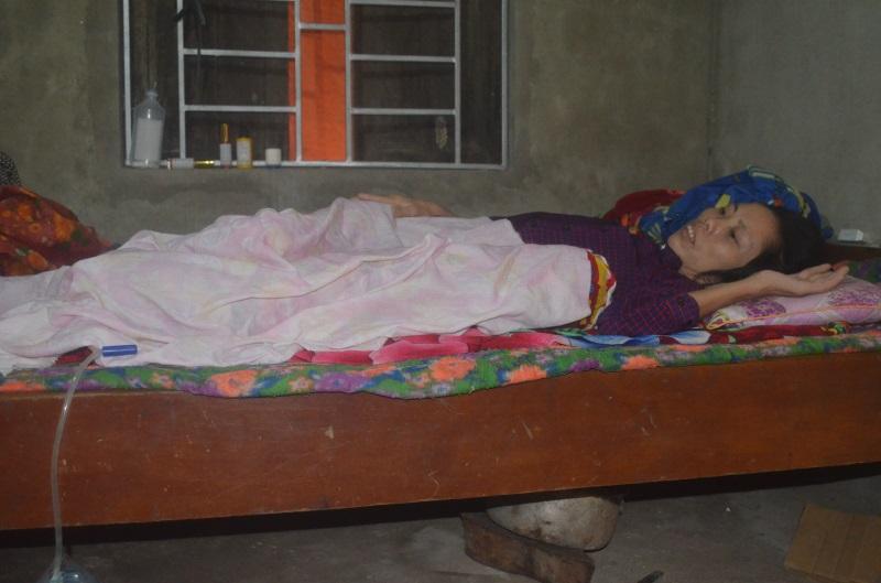 20 năm phụ hồ nuôi con, mẹ đơn thân bị tai nạn lao động dập tủy sống nằm liệt giường, toàn thân lở loét - Ảnh 2