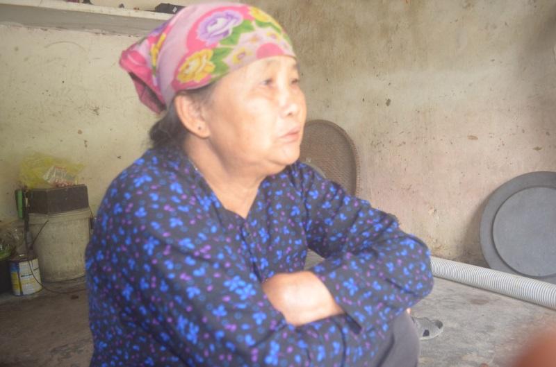 Con gái bỏ đi lấy chồng, bà lão 70 tuổi nuôi cháu ngoại bại não nằm liệt giường: Xót xa một kiếp người
