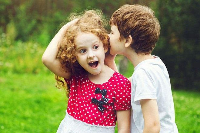 Mẹ hoảng hồn khi con trai 6 tuổi bình luận về đồ lót bạn nữ - Ảnh 1
