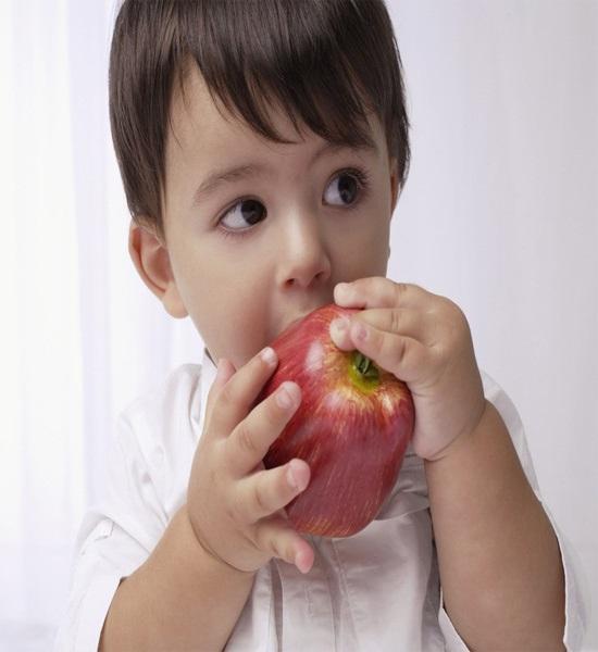 Mẹ nấu chín trái cây rồi cho con ăn, nhận lại kết quả bất ngờ - Ảnh 1