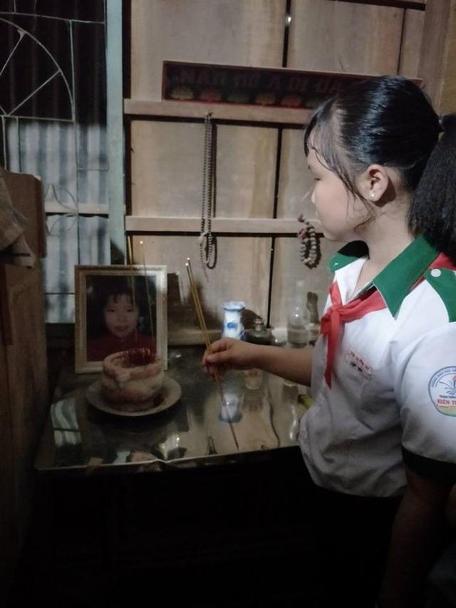 Mẹ qua đời, em gái bị ung thư máu, cô bé 14 tuổi thui thủi sống một mình để cha rảnh tay đưa em gái đi chữa bệnh nơi xa - Ảnh 1