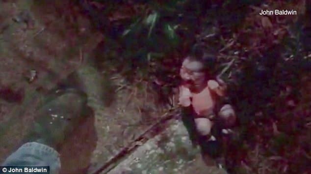 Đắng lòng: Không muốn làm mẹ, cô gái trẻ ném con vào bụi rậm khiến em bé bị kiến bu đầy người, suýt tử vong - Ảnh 2