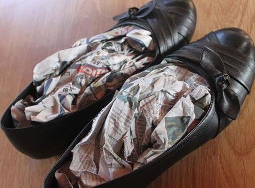 Mùa hè đi giày nhiều bị mùi hôi nồng nặc khó chịu, thử ngay 1 trong 13 mẹo cực hay này là khỏi ngay tức thì - Ảnh 5