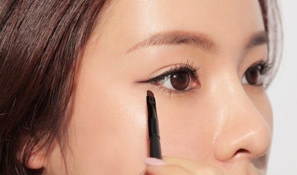 5 <a target='_blank' href='https://www.phunuvagiadinh.vn/meo-trang-diem.topic'>mẹo trang điểm</a> dành riêng cho cô nàng mới bắt đầu