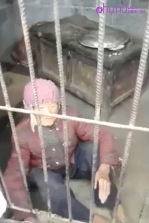 Căm phẫn: người mẹ 92 tuổi bị con trai và con dâu nhốt trong 'chuồng lợn' hàng năm trời - Ảnh 1