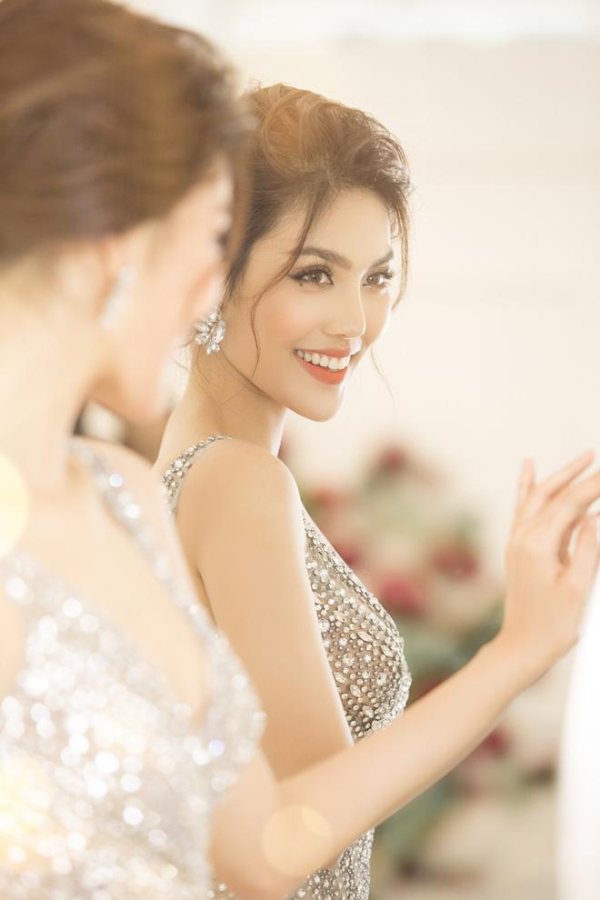 Cùng tuổi với H'Hen Niê nhưng 3 mỹ nhân Việt: Người vừa kết hôn, người có cơ hội tham dự Miss Universe  - Ảnh 11