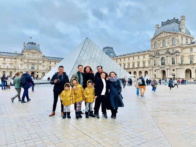 Kim Lý lần đầu công khai ảnh 'khóa môi' Hà Hồở Paris mừng Giáng sinh - Ảnh 2