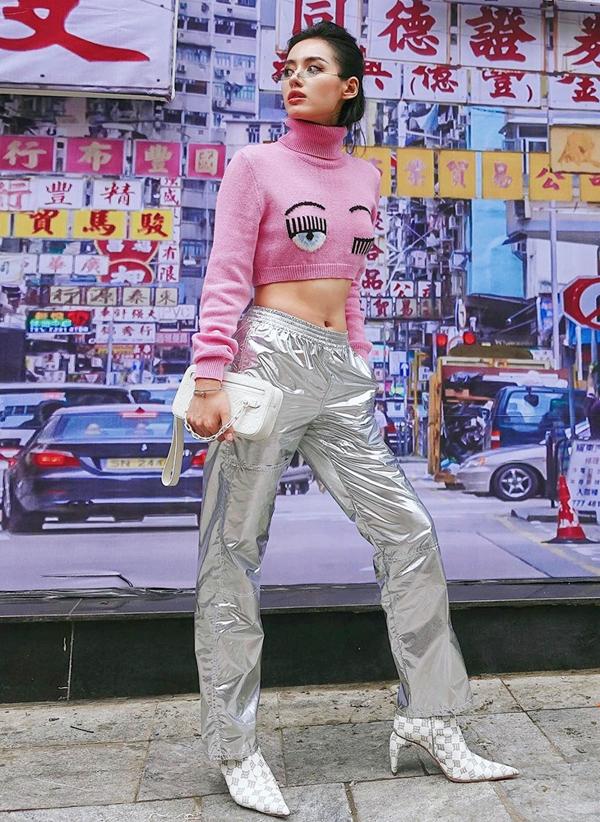Tóc Tiên, Hương Giang và loạt sao Việt 'tô đậm' Giáng sinh bằng street style sắc màu rực rỡ - Ảnh 13